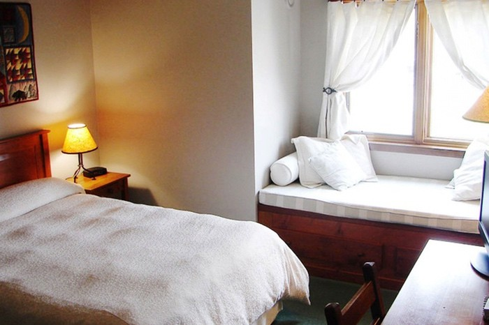 Vancouver Fly Fishing Package Accommodation | Howe Sound Inn Room